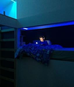 Cool Fremantle Pod & Loft . Singles - Bicton - Townhouse