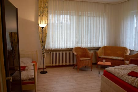 Zimmer in Vierbach City - House