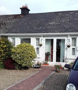 Cosy Central house in Limerick with breakfast. - Bungalow