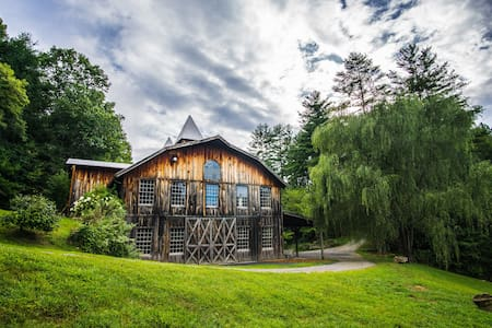 The Barn at Fines Creek Farm (Weddings & Events) - Apartment