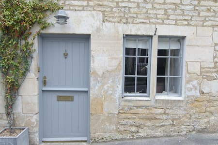 Cosy Cottage on the fringe of National Trust land - Minchinhampton - Huis
