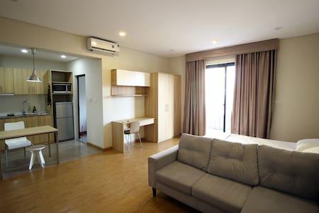 Studio w Kitchen & Balcony, #401 Do Hanh Apartment - Apartment