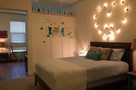 Luxury Apartment - Right In Town! - Austin - Apartment