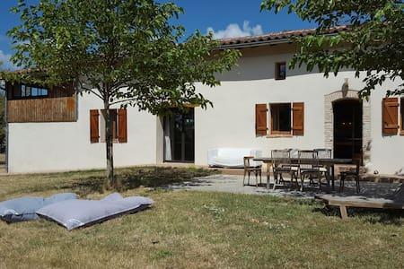 Belle et grande maison face aux Pyrénées - Maureville - Huis