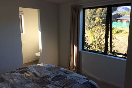 Lovely warm room with ensuite - Casa
