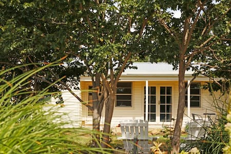 Country cottage escape - Maffra - Rumah