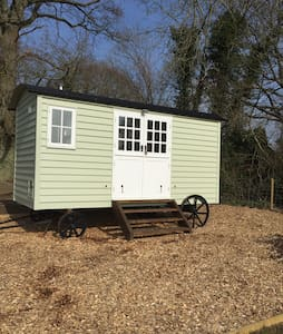 Bucks Green Place Shepherds Hut - Hut