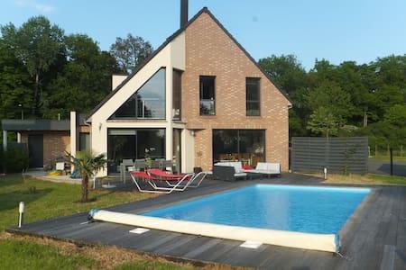 Maison 3 chambres avec piscine - Mérignies - Rumah