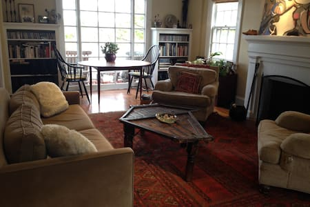 Sunny colonial home walkable to Scarsdale - Scarsdale - Huis