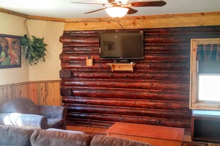 Deer Den: Log Cabin Suite in the Columbia Gorge! - White Salmon