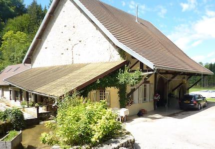 moulin à eau à louer dans le jura - House