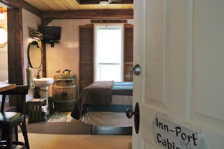 Inn-Port Cabin Room - Montague