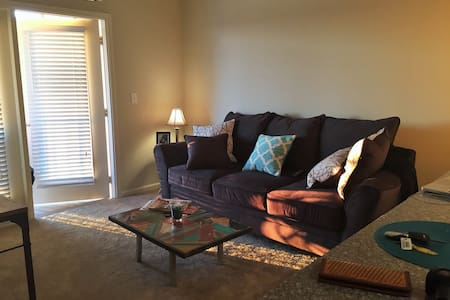 Private, Chic/New South Austin Apartment - Austin - Apartment