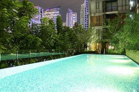 曼谷最中心地带,BTS站步行2分钟,高端公寓带泳池和健身房 - Appartement