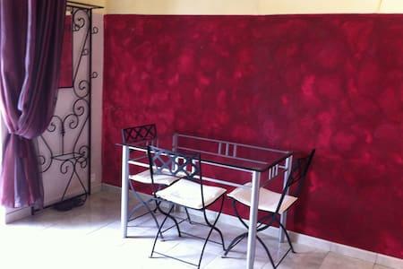 Studio 2pers.Italie-Principauté de Seborga. - Adosado