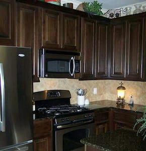 Cozy home in heart of Bellville - Bellville - Casa
