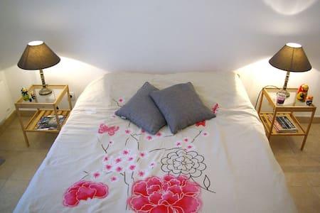 Private room & bathroom in Calvi - Lägenhet