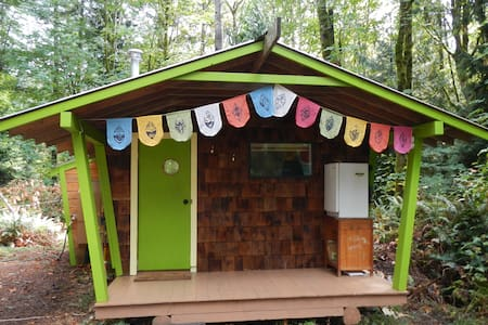 The Barred Owl Cabin - Farmstay in the Forest - Salt Spring Island - Cabin
