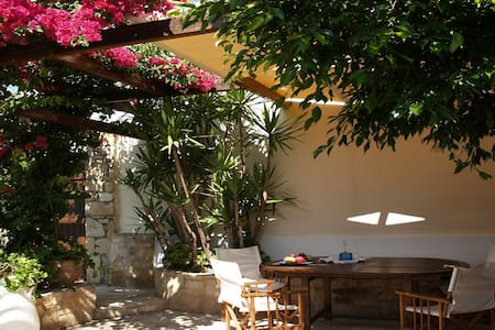 Villa Fabrica-the old olive's mill. - Heraklion - Huis