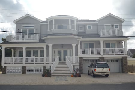 Beautiful Home - Walk to Beach! - Long Beach Township