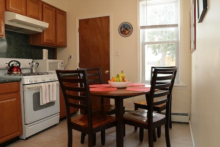 Close to NYC! Sunny & Spacious Apt! - Lägenhet