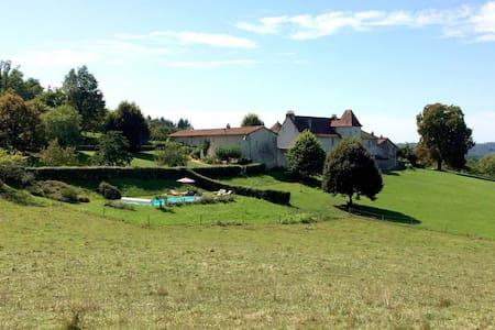 """La Glaudie, gîte du """"Bois"""" en Périgord Vert - House"""