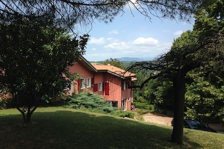 Relax ,pace e natura  a 4,6 km dal centro - Hus