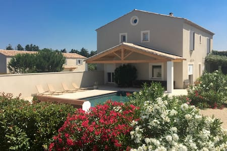 Provencal property - 13 sleeps - 2 private pools - Beaucaire - Villa
