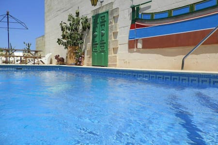 Tal-Bir Farmhouse Villa with Private Pool - Nadur - Casa de camp