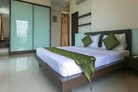 Comfort stay next to BKC - Bombay