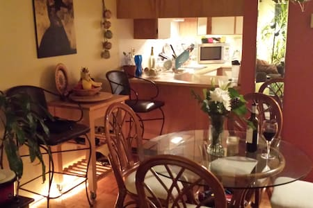 One bedroom in shared apartment - Vancouver - Apartment