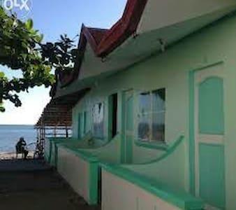 LAHARNY'Z Beach House. - Olongapo - Apartment