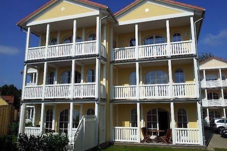 100qm Wohnung mit Veranda u. Balkon - Graal-Müritz - Huoneisto