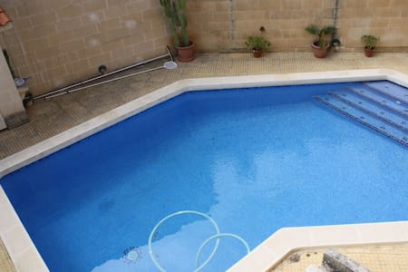 3 Bedroom Semi Detached Villa, Madliena - Is-Swieqi - Villa