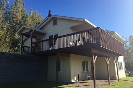 Spacious Alaskan Hilltop Chateau - Wohnung