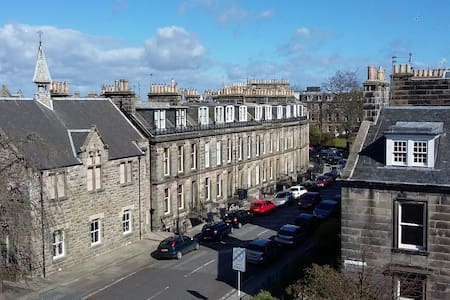 Sunny, Central and Luxurious Flat - Saint Andrews