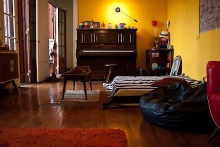 Big Room in cool arthouse w/ huge terrace. Almagro - Apartamento