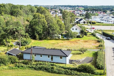 Spacious and idyllic seaview villa (12 persons) - Larvik
