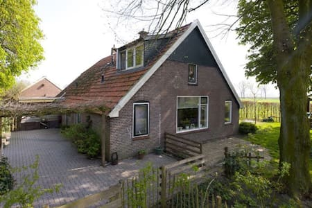 Lieve, landelijke, halve boerderij - Bergentheim - House