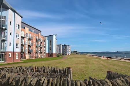 Stylish Coastal Park Apartment - Llanelli - Appartamento