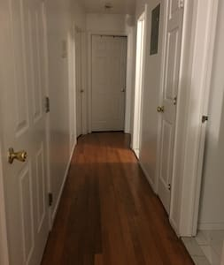 Sunny Apartment with a balcony - Queens - Apartment