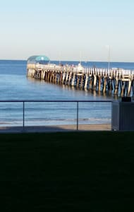 Large room close to beach and city - Henley Beach - House