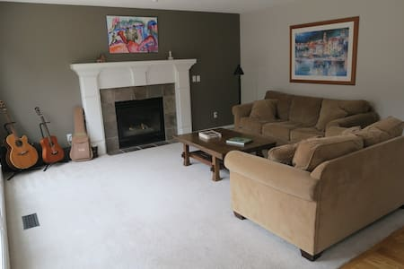 Single Family Home in Happy Valley - Happy Valley - Maison