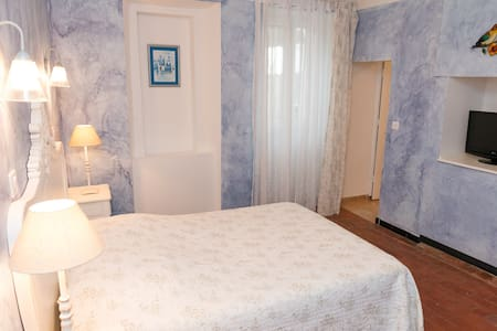 chambre  triple et terrasse - Bed & Breakfast