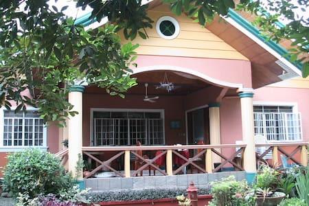 Orchard Vacation Home, Pila Laguna - Ev