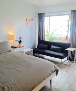 Modern Waikiki Studio 1/2 block from the beach 한국어 - Appartement