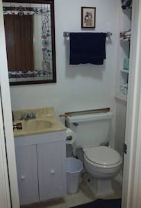 Ski Lodge type home Private Suite - Tallahassee - House