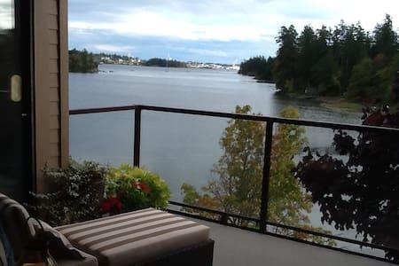 Comfort & privacy in Esquimalt harbour view condo. - Condominium