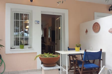 Studio 10min. away from the Athens airport. - Hus