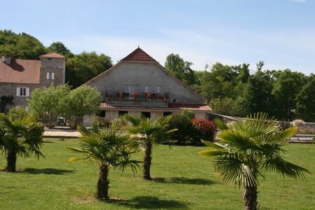 2 chambres dans un Manoir Béarnais - Talo